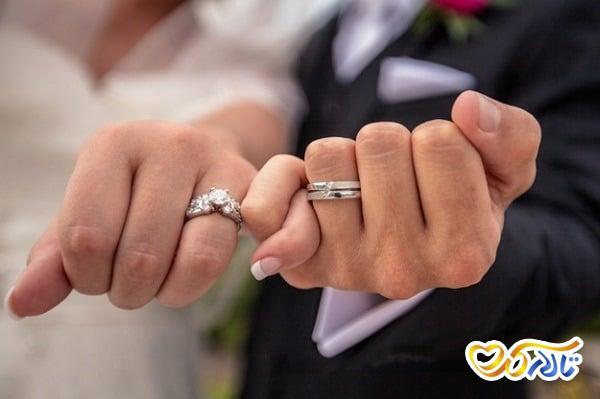 حلقه ی عروسی و انگشتر نامزدی
