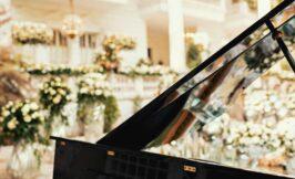 پیانو و فضای باز سالن عقد ایرانی
