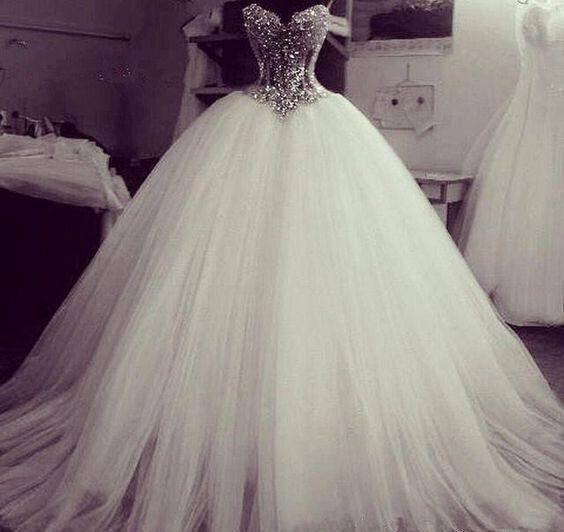 مدل لباس عروس پفی و دنباله دار