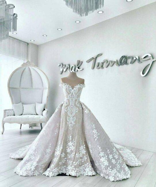 لباس عروس دنباله دار و اشرافی برای مراسم عقد و عروسی