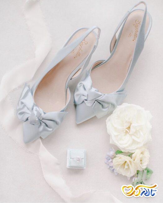 کفش عروس با رنگی کتفاوت