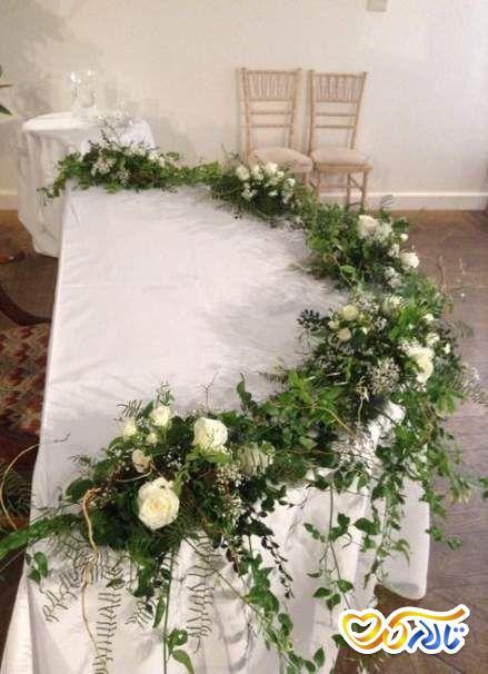 گل آرایی بر روی میز عروس و داماد