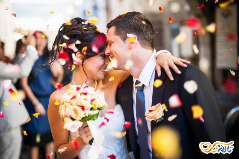 گل ریزان عروس داماد ورودی تالار