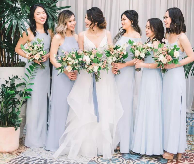 انتخاب و ست کردن لباس ساقدوش عروس