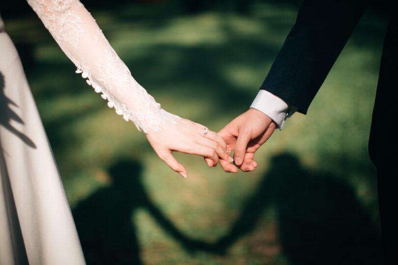 عروس و داماد و کادوی سر عقد
