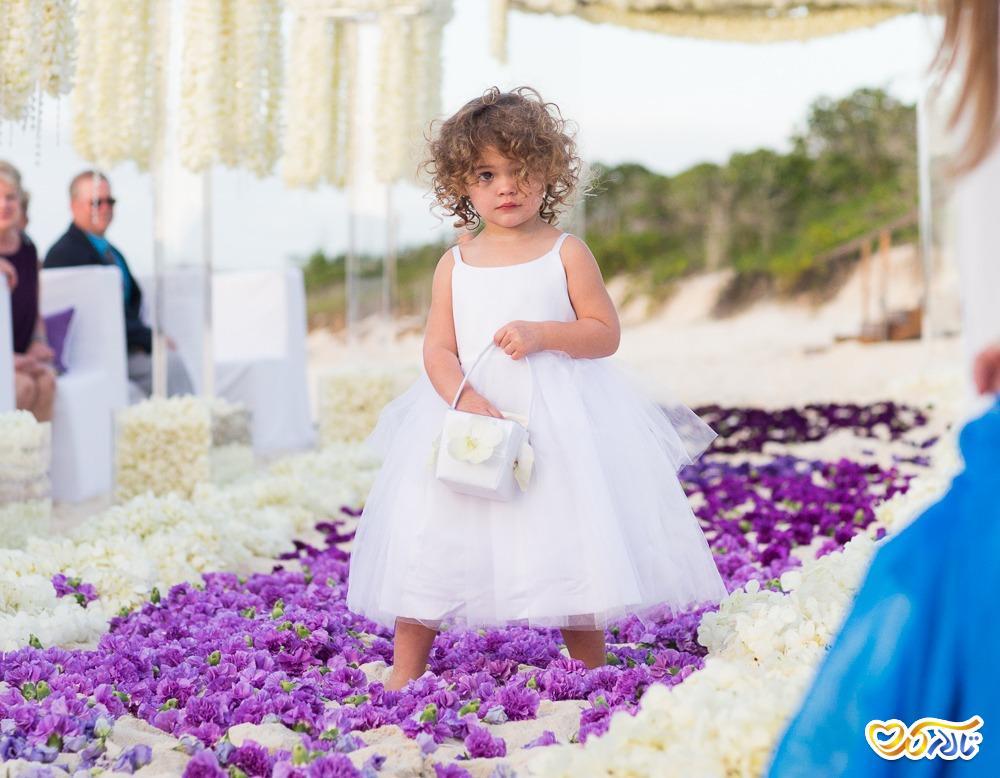 کودک در تالار عروسی