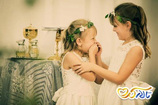کودک خندان در جشن عروسی