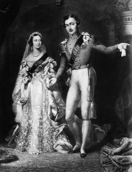 2- ماری تک – سال ۱۸۹۳ ماری تک با پادشاه آینده ی آن زمان شاه جرج سوم در لباس عروس سلطنتی که در لندن طراحی شده بود ازدواج کرد.جرج سوم نوه ی ملکه ویکتوریا و پدربزرگ ملکه الیزابت بود.