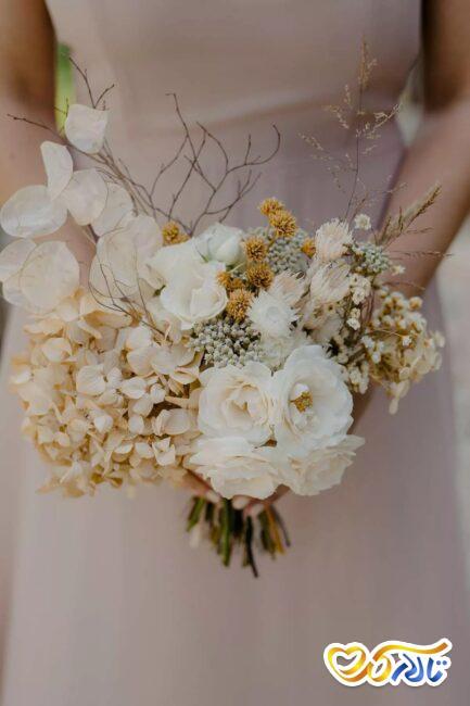 گل ادریس در دسته گل عروس