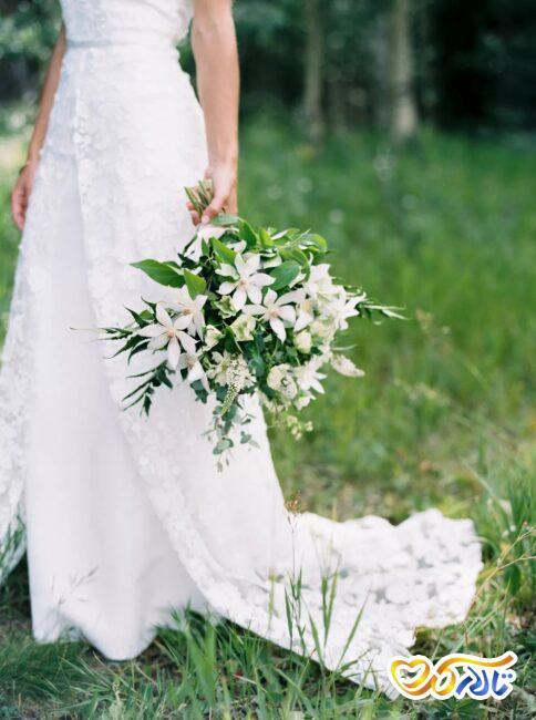 گل شقایق در دسته گل عروس