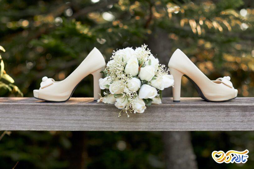 کفش عروس و گل عروسی