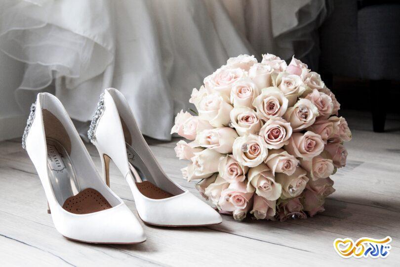 گل عروس و کفش عروس