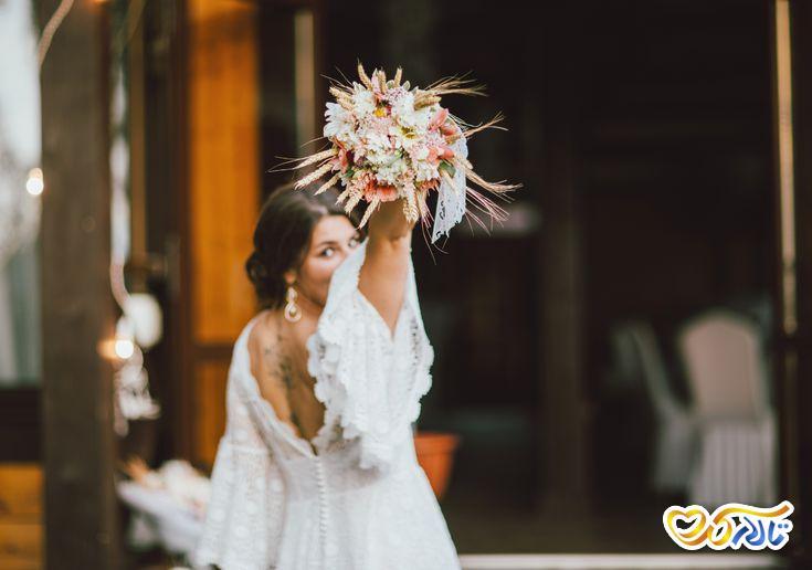 آداب و رسوم عروسی در فرانسه : پرتاب دسته گل